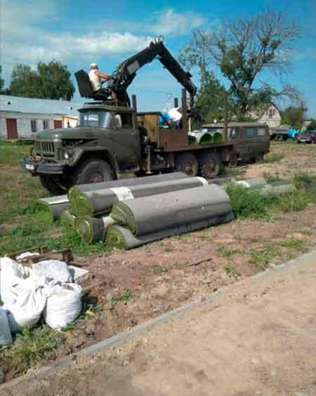 У Дубіївці завершують роботи по облаштуванню футбольного поля зі штучним покриттям