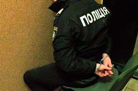 На Жашківщині поліцейський прикривав наркозбувачів