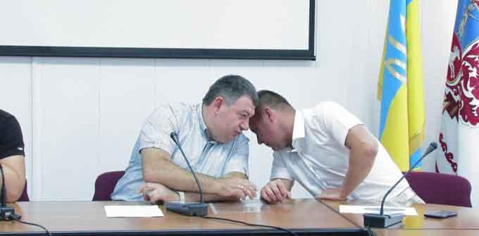 ГКЧП по-черкаськи: Радуцький вирішив рятувати мера від оточуючого середовища (відео)