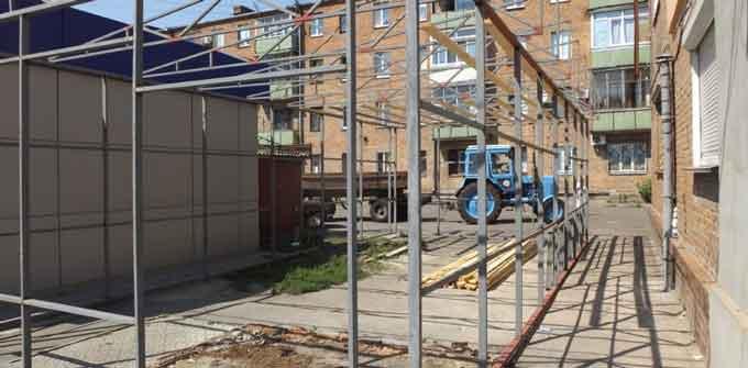 Анатолій Бондаренко безпосередньо взяв участь у демонтажу незаконного МАФу на вул. Чорновола (відео)