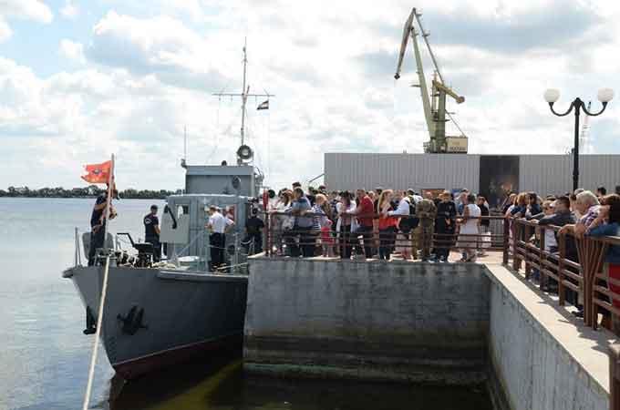У Черкасах вперше за часи незалежності пустили на воду корабель «Кузьмич» (фото)