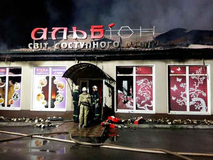 У Кам'янці горів магазин «Альбіон» (фото)