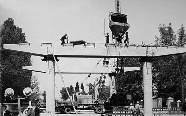 Міст на проспекті Хіміків будували «всім миром» і «ударними темпами»