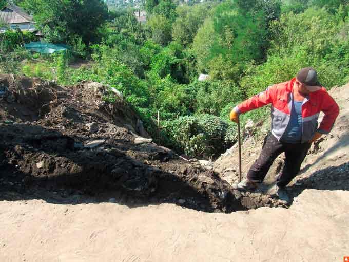 У Тальному стихійне сміттєзвалище призвело до руйнування мережі водовідведення