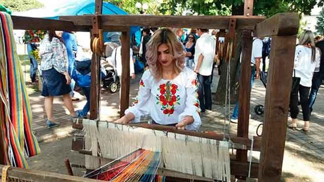 «Пояс єднання» - ініціатива випускниці УДПУ (фото)