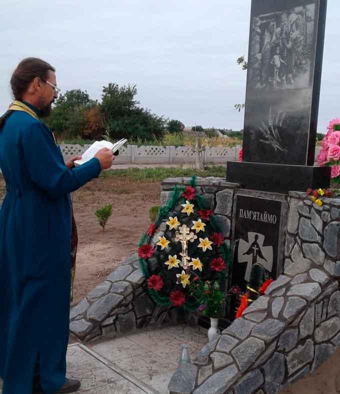 У Катеринополі освятили пам'ятник в пам'ять про померлих під час голодомору