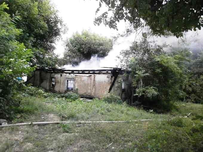 У Катеринополі через пустощі дітей з вогнем виникла пожежа (відео)