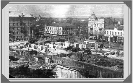 Будинок Зільбермана у стилі неоренесансу і бароко. На фото зліва видно купол споруди на старому Хрещатику, перехрестя вулиць Хрещатик і Байди Вишневецького