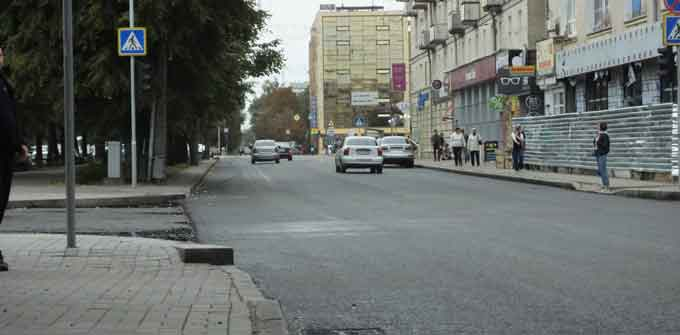 Як злітна смуга: частину бульвару Шевченка встелили новим асфальтом (відео)