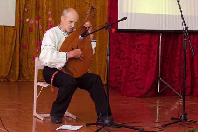 У Каневі вшанували пам'ять поета і педагога Олексія Софієнка