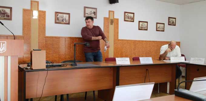 Скандал та погрози на засіданні міськвиконкому у Черкасах (відео)