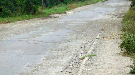 Жителі Шполянського району благають адміністрацію відремонтувати дорогу