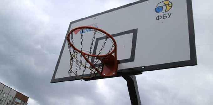Баскетбольний довгобуд на Митниці (відео)