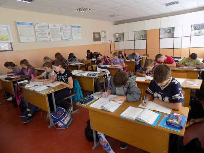 В Червонослобідській ЗОШ № 2 діти поки навчаються у безпечному правому крилі школи (фото)