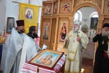 Владика Софроній освятив новий іконостас у Топильній