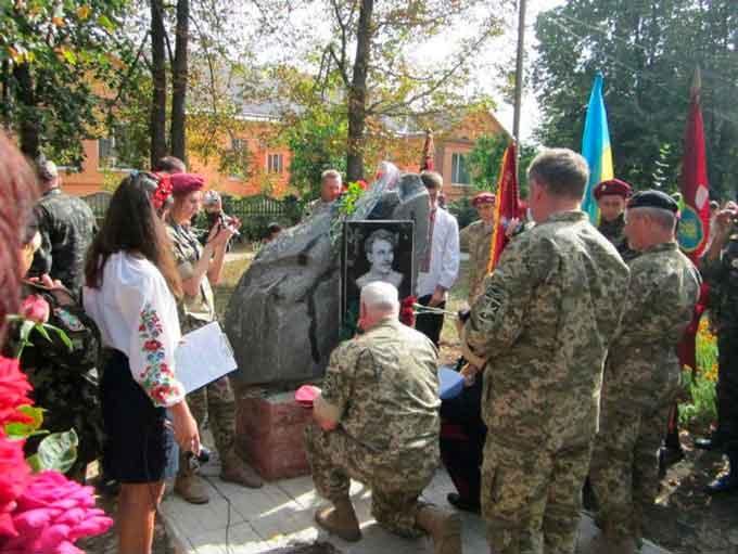 Відкрито пам'ятний знак уродженцеві Катеринополя Семену Гризлу