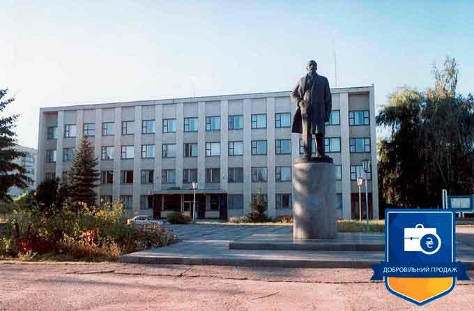 Як на Черкащині місцева влада розпорядилася знятими пам'ятниками Леніну