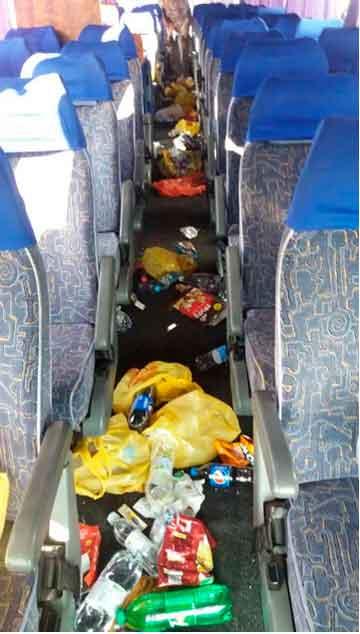 Шокуючі фото: як виглядають автобуси після того , як в них проїхались хасиди