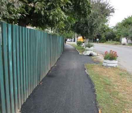 У Шполі частину тротуару по вулиці Степана Бена капітально відремонтували (фото)