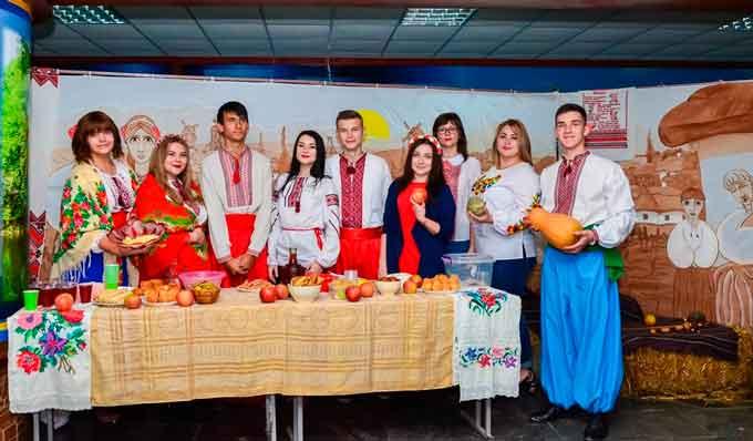 Студенти УДПУ організували Козацький ярмарок