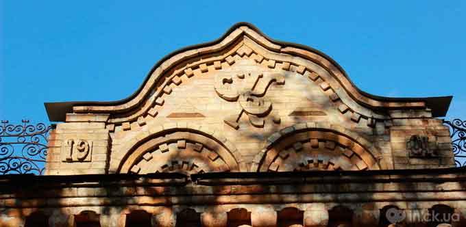 Місто в орнаменті: що означають символи на черкаських будівлях?