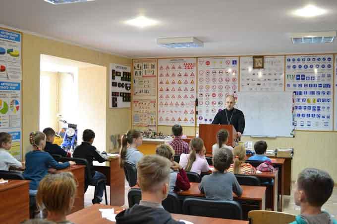 Оскільки на уроці Закону Божого керівник школи протоієрей Василій Паплик розповідав про ангелів, то й на творчому