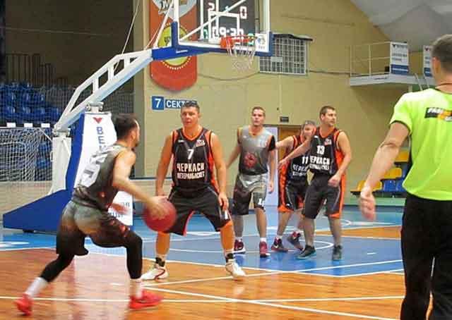 У Черкасах стартувала баскетбольна аматорська ліга