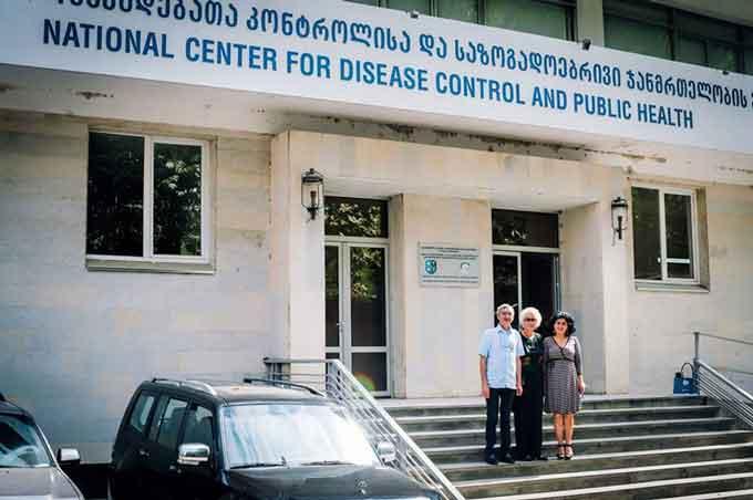 З колегами Кеті Зарідзе та Паата Імнадзе з NCDC (Національний центр контролю захворювань та громадського здоров'я), Тбілісі, Грузія