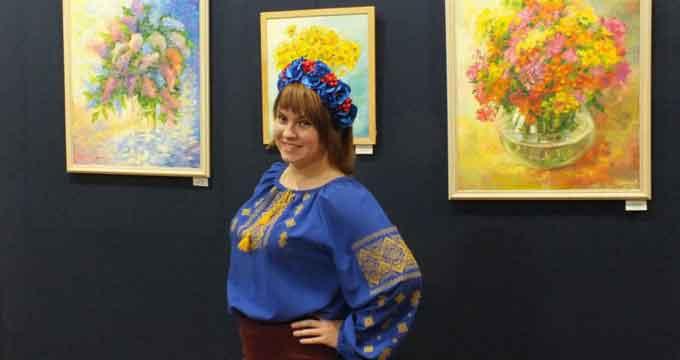 Черкаська художниця розмальовує похмурі дні яскравими фарбами (відео)