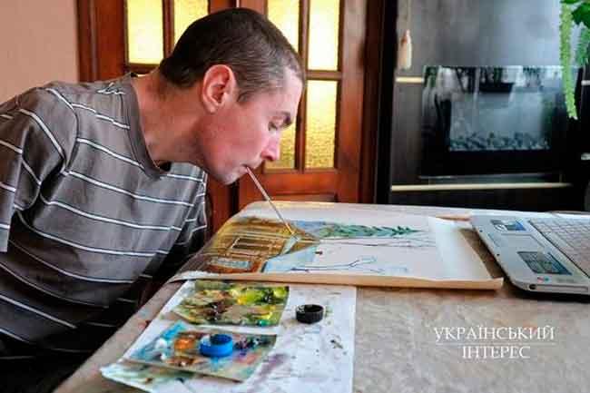 Втратив здоров'я – відкрив талант: черкащанин малює картини зубами