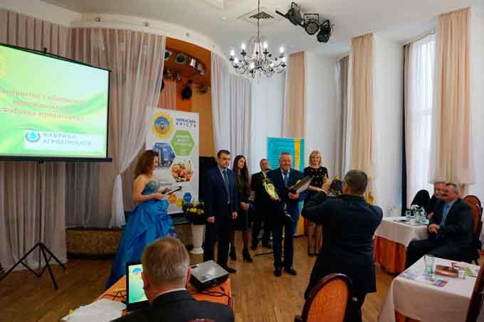 21 підприємство області відзначили нагородами: вони стали переможцями обласного конкурсу «Черкаська якість», зокрема з виробництва продовольчих та промислових товарів, робіт та послуг у побутовій та виробничих сферах.