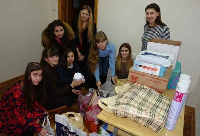 Колектив Черкаського національного зібрав подарунки воїнам АТО