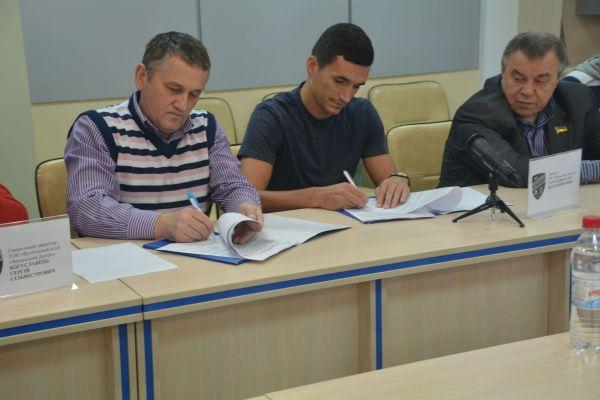 Тарасенко підписав новий контракт із «Черкаським Дніпром»