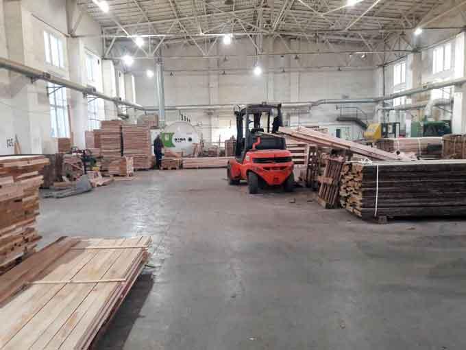 У Черкаській області працівники податкової міліції припинили діяльність підпільного деревообробного цеху з виготовлення ламелів (пиленого шпону).