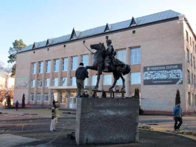 У Монастирищі на Черкащині відкрили пам'ятник козацькому полковнику Івану Богуну