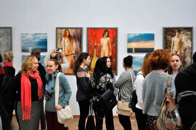 У Черкасах відкрилася виставка «Кольори-вальори» (фото)