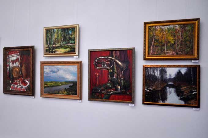 У Черкасах відкрилася виставка «Кольори-вальори»