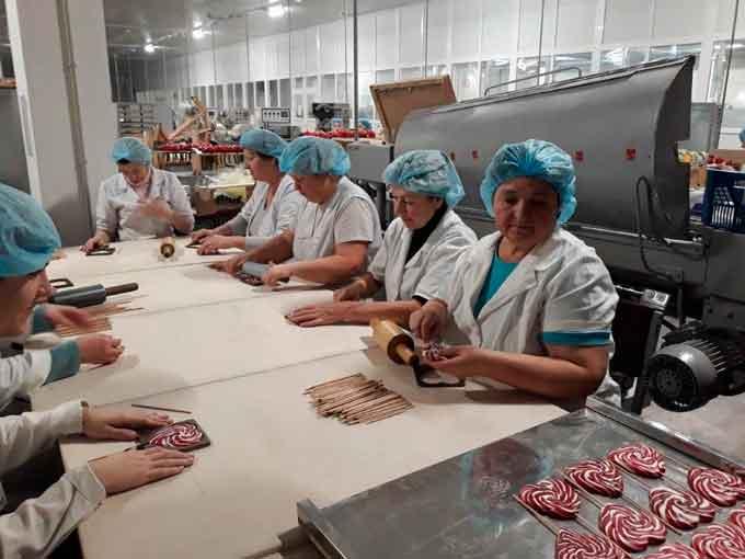 28 смілянських безробітних навчилися тонкощам «найсолодшої» професії карамельника