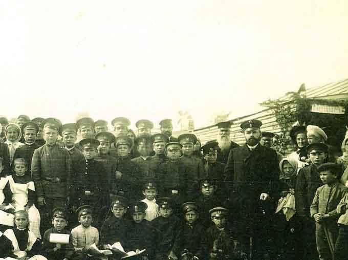 Святкування 400-річчя заснування Чигирина. 1912 р. На задньому плані - вітряки на Замковій горі