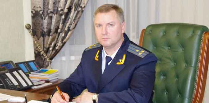 Прокурор Черкаської області зухвало ігнорує журналістів (відео)