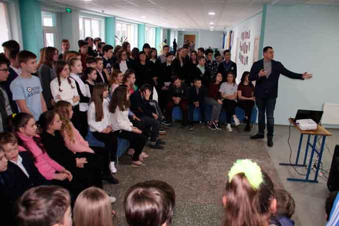 У Черкаській гімназії № 9 облаштували першу на Черкащині фан-зону з нагоди ХХІІІ зимових Олімпійських ігор, що тривають в південнокорейському Пхьончхані.
