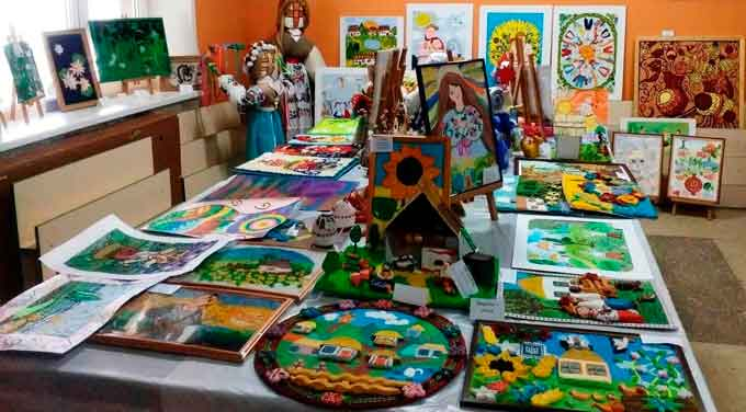 У Черкасах провели виставку-конкурс «Знай і люби свій край»