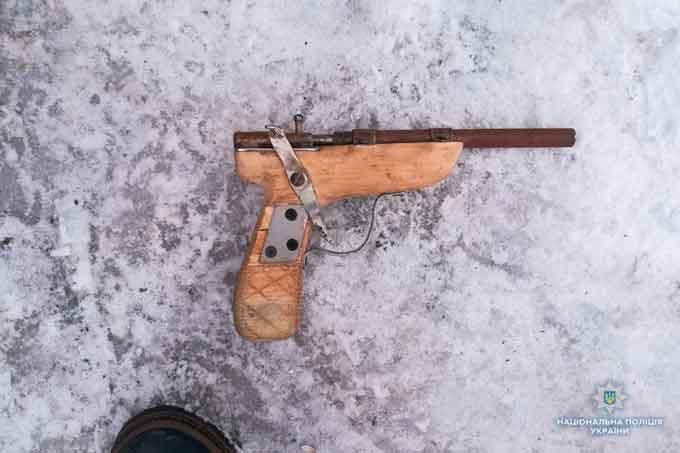 На Черкащині поліція вилучила ще один саморобний пістолет (фото)