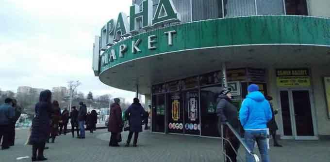 Рейдерський захват торгового центру у Черкасах чи повернення майна законному власнику? (відео)