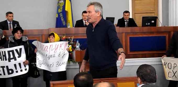 Черкаський депутат вимагає відставки Президента України (відео)