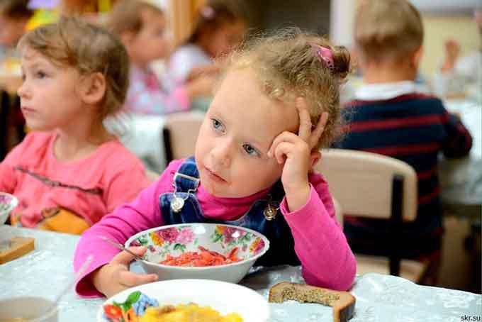 Канівські депутати перевірять шкільні їдальні