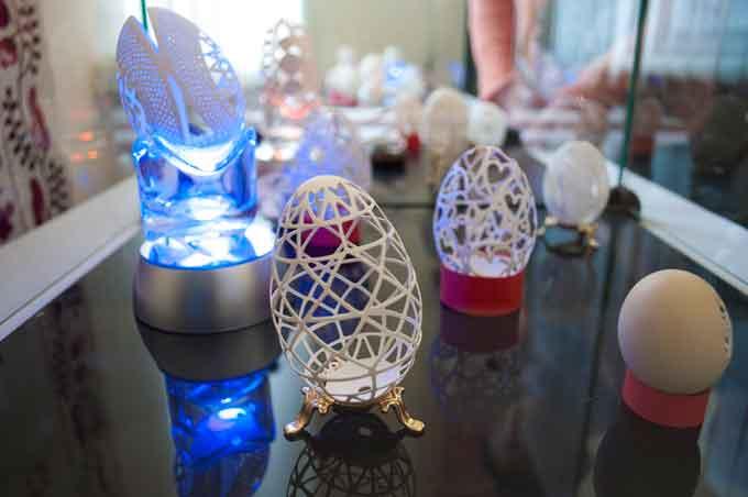 У Черкасах відкрилася виставка Галини Поліщук «Різьблення по яєчній шкаралупі» (фото)