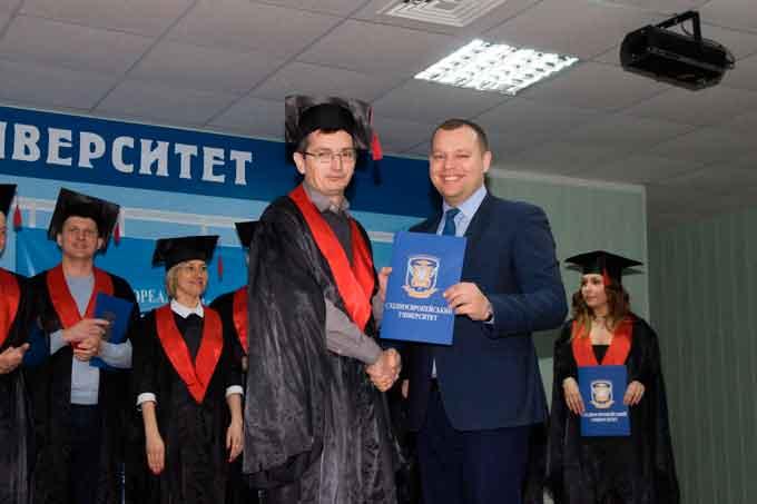 У Східноєвропейському університеті випускникам вручили дипломи