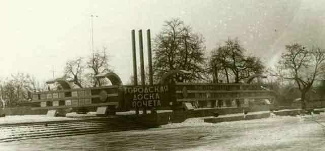 Площа «Дружба народів» у центрі Черкас, старе фото