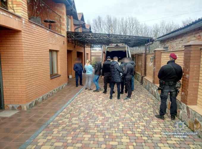 Черкаські правоохоронці затримали групу зловмисників, які збували тяжкі наркотики